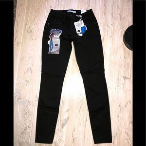 NWT YMI Wanna Betta Butt black Jeggings jeans